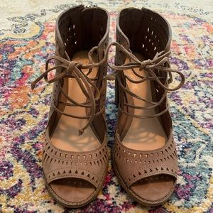Vince Camuto Tarita Cutout Lace-Up Sandal